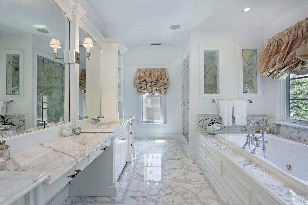 Piano in marmo per il bagno