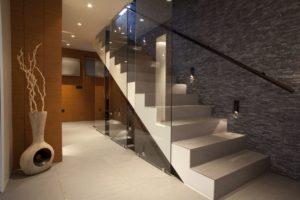 Scale in marmo bianco e altri tipi di marmo di Carrara