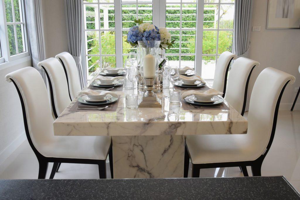 Tavolo in marmo di design tutto il fascino della tradizione for Tavolo marmo design